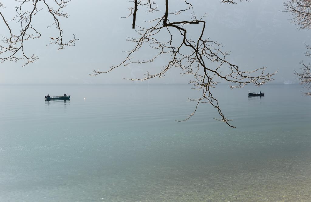 Barques au lever du jour sur le Lac du Bourget