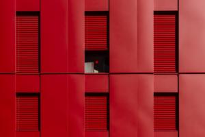 Poste Weiss 09 300x200 Atelier Créatif : Architecture Contemporaine   Couleur Rouge
